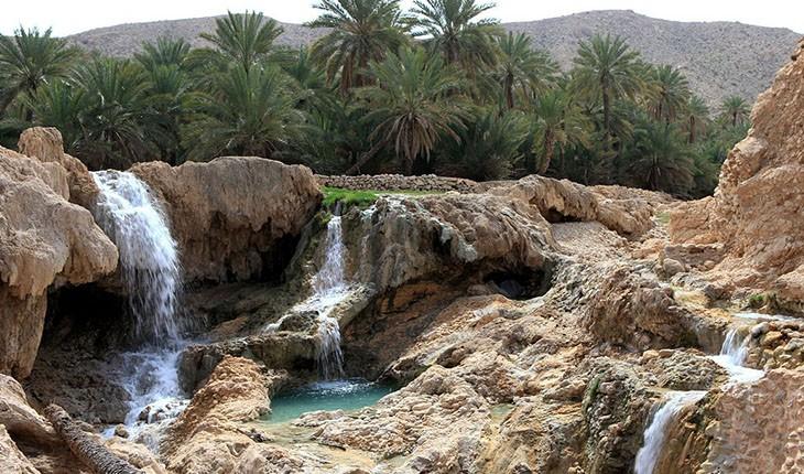 روستای ماشاری در دهستان سیاهو در بخش مرکزی بندرعباس و در فاصله ۷۵ کیلومتری شمال این شهر قرار دارد. براساس سرشماری مرکز آمار ایران در سال ۱۳۹۰، جمعیت این روستا ۲۴۶ نفر (۸۱ خانوار) بوده است.