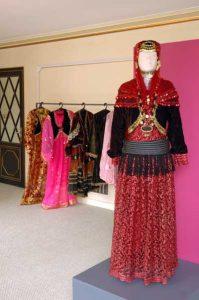 نمونه ای از لباس محلی زنان قزوین