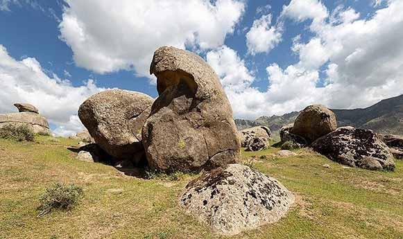 روستای خورنج سرزمین سنگ های افسانه ای