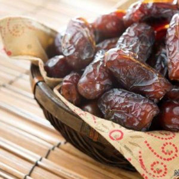 فروش انواع حبه قند خرما دارچینی
